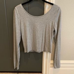 Basic gray long sleeve cropped top!